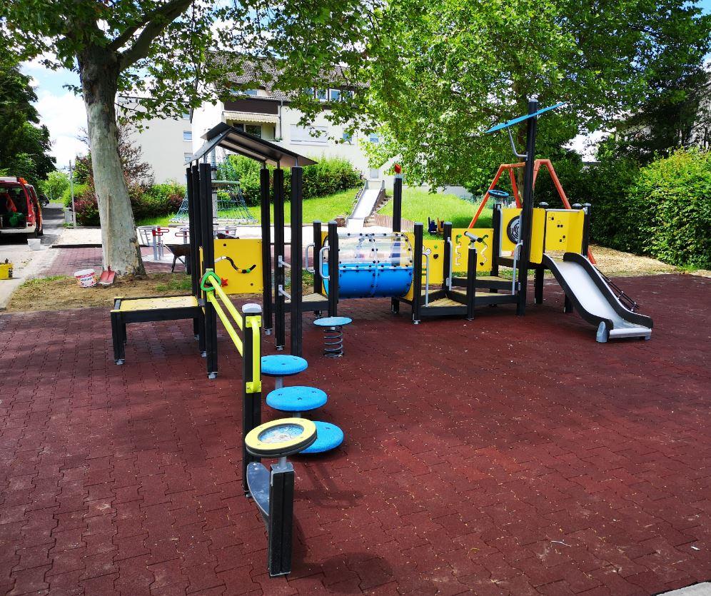 Aire de jeux extérieure pour enfant en situation de handicap